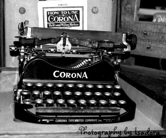 Typwriter Corona bk & white S.web